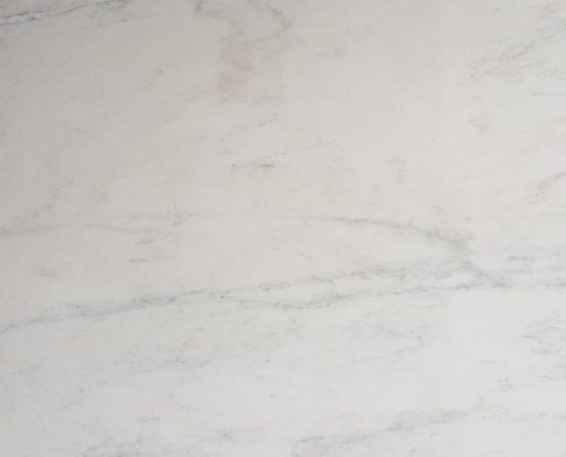 Bianco Bello - классический белый мрамор со светло-серыми и золотыми прожилками